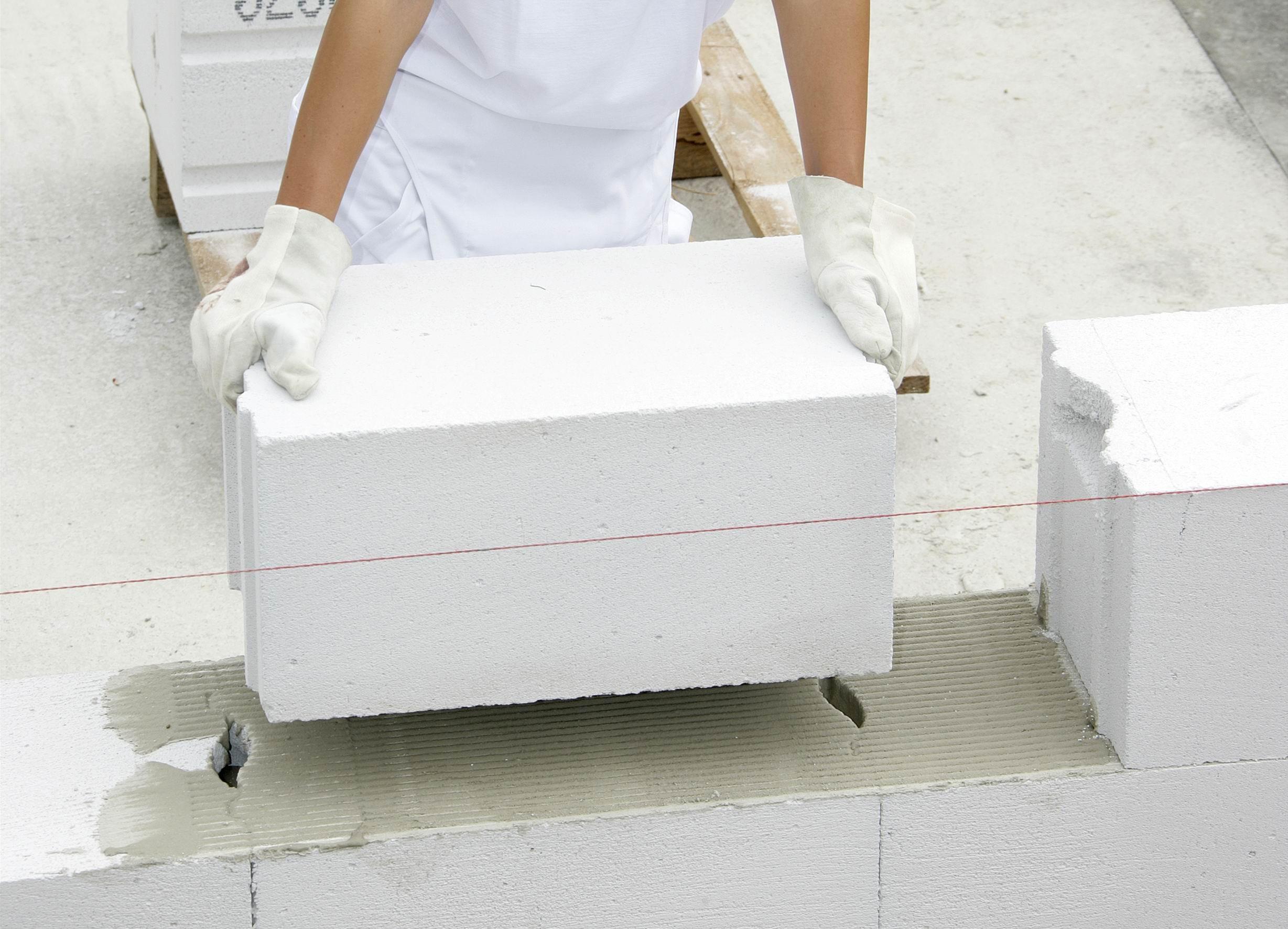 układanie bloczków z betonu komórkowego